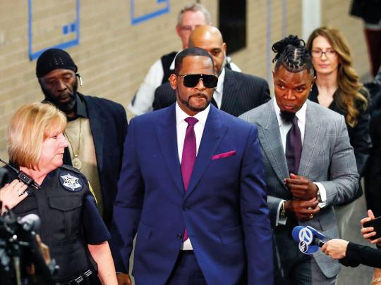 R Kelly can't fly to Dubai... yet
