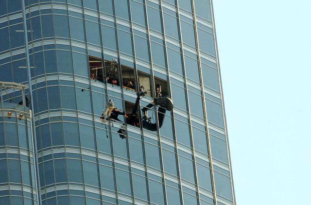 Tom Cruise Films More Death Defying Stunts At Burj Khalifa