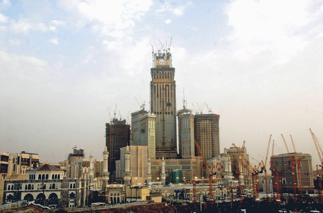 Saudis target 4 8% rise in tourist revenues
