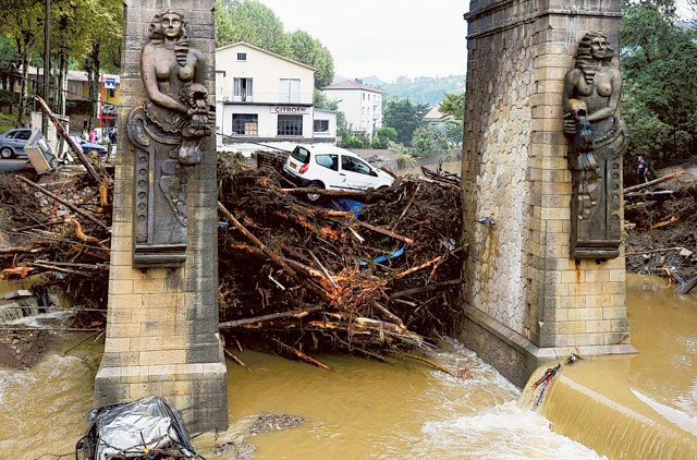 Five die as flash flood sweeps through French camping site