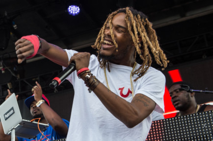 Fetty Wap throws wads to fans