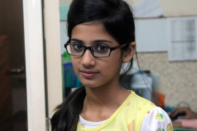 Recommend Indian girls with glasses above