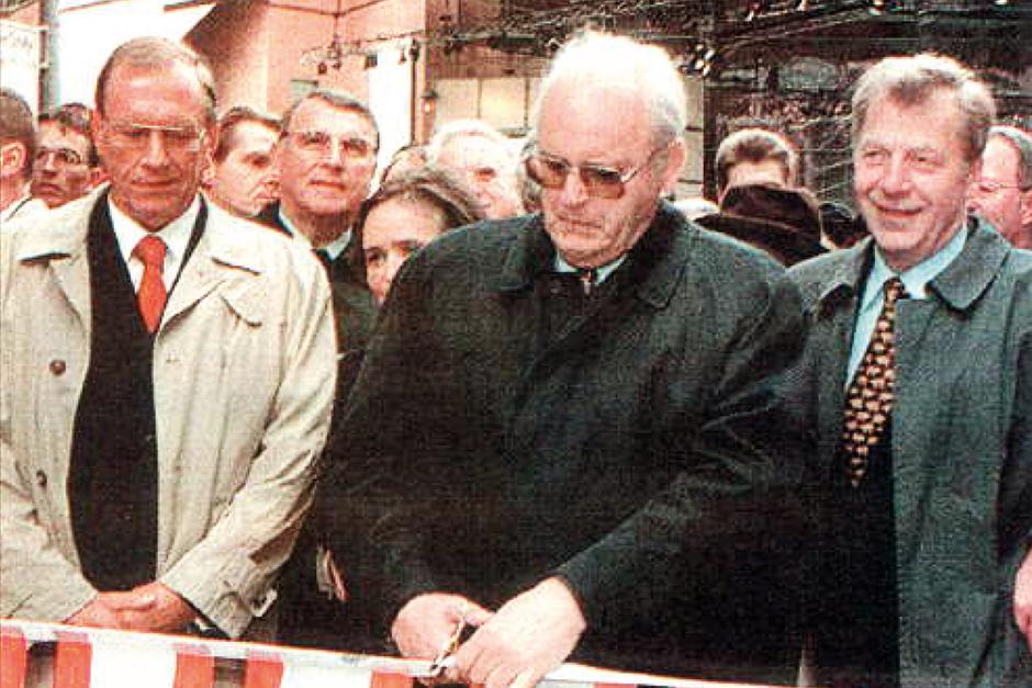 Today In History October 21998 Potsdamer Platz Reopens Germany