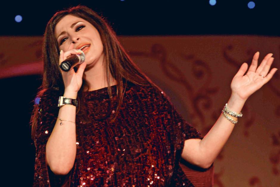 Elissa 'better' after collapsing during Dubai concert