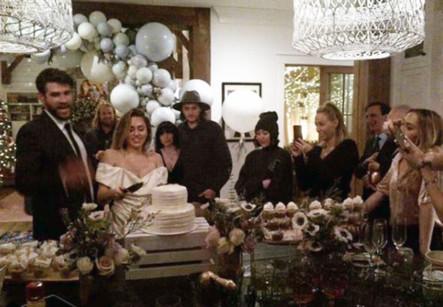 Miley Cyrus Wedding | www.bilderbeste.com