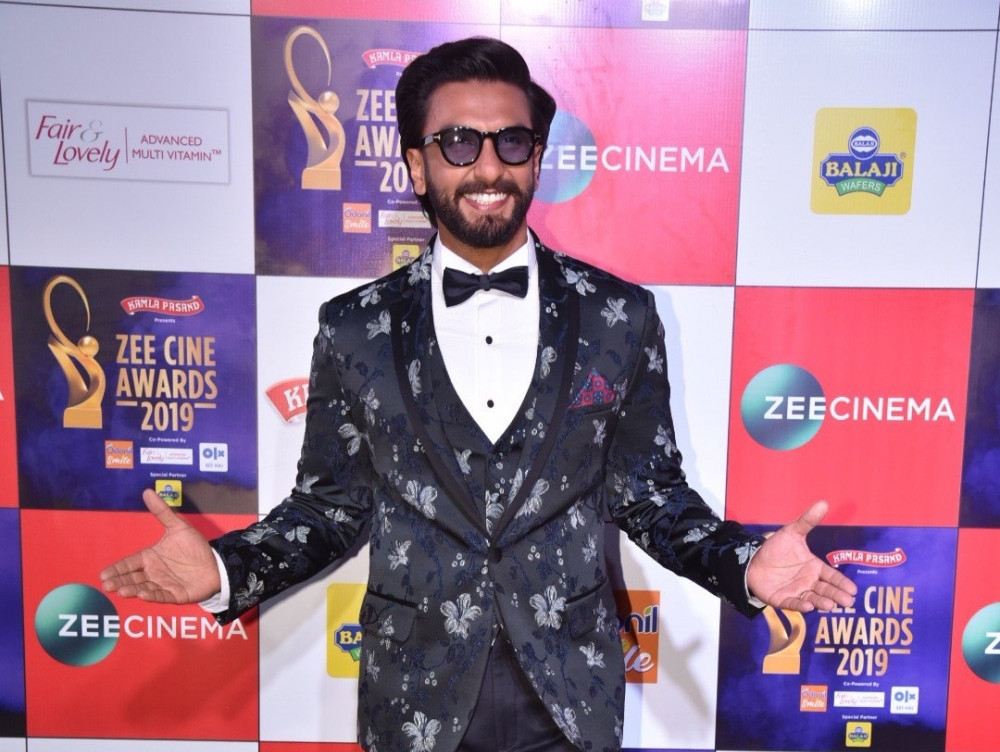 Zee Cine Awards- Baba in black